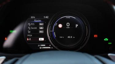 Lexus UX - speedo