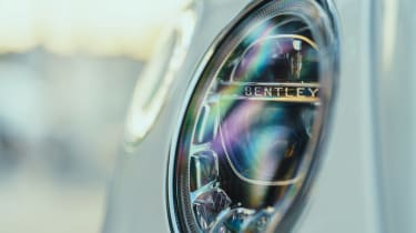 Bentley Bentayga PHEV - front light