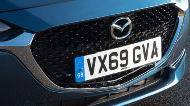 Mazda 2 - grille