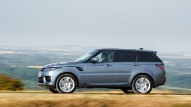 Range Rover Sport P400e - side action