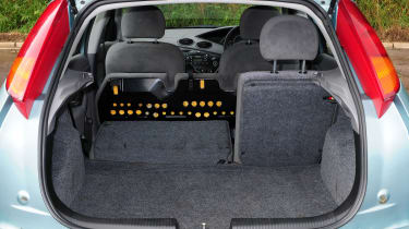 Ford Focus Mk1 - boot