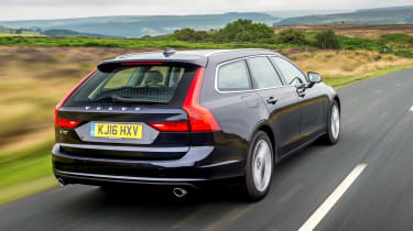 Volvo V90 D5 Momentum - rear tracking