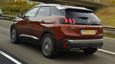 3008 minutes in a Peugeot 3008 - rear tracking