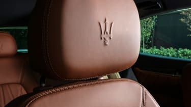 Maserati Levante - headrest