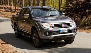 Fiat Fullback pick-up - scene front quarter 2
