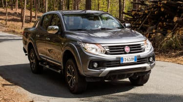 Fiat Fullback pick-up - scene front quarter 2