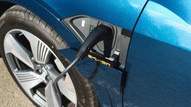 Audi e-tron - plugged-in