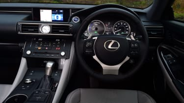 Lexus RC 300h 2016 - dashboard
