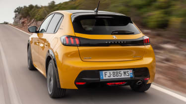 Peugeot 208 - rear tracking