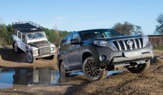 Land Rover Defender vs Toyota Land Cruiser - header