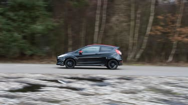 SEAT Ibiza SC FR vs Ford Fiesta Zetec S Black Edition - Fiesta side tracking