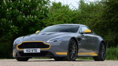Aston Martin V12 Vantage S - front static