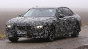 BMW 7 Series - spyshot 1