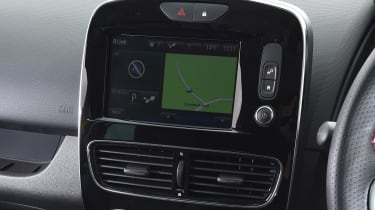 Renault Clio RS 220 Trophy - infotainment screen