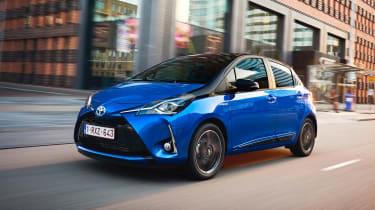 Toyota Yaris Hybrid Bi-Tone - front tracking