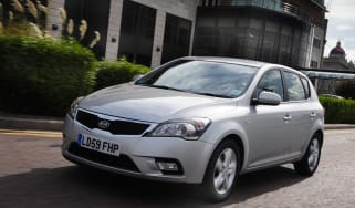 Kia Cee'd Hatchback front three-quarters