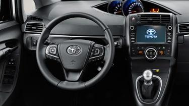 Toyota Verso 2016 - European model interior