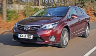 Toyota Avensis Tourer front tracking