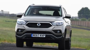 SsangYong Rexton - front cornering