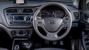 Hyundai i20 Active 2016 - dashboard