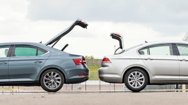 Skoda Superb vs VW Passat - boots