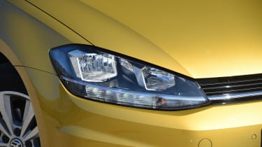 Honda Civic vs Volkswagen Golf vs Renault Megane - golf headlight
