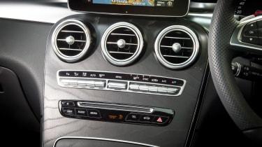 Mercedes GLC 250d Coupe - centre console