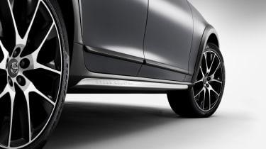 Volvo V90 Cross Country - studio door sills