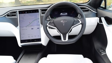 Tesla Model S 75D - dash