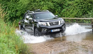 Nissan Navara Trek-1° 2017 review
