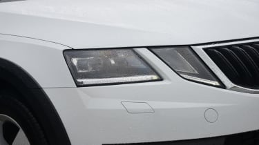 Skoda Octavia Scout review - headlight