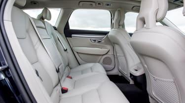Volvo V90 D5 Momentum - rear seats