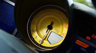 Ferrari 812 GTS - dials