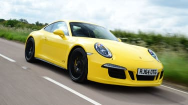 Porsche 911 Carrera 4 GTS - front tracking