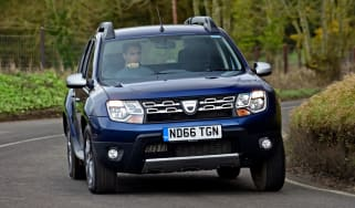 Dacia Duster automatic 2017 - front cornering