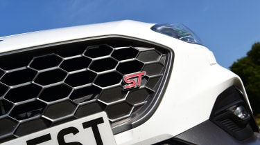 Ford Focus ST Mountune m365 - grille