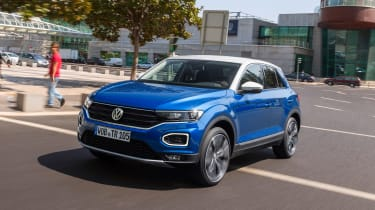 Volkswagen T-Roc - front/side action