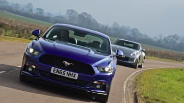 Ford Mustang vs Nissan 370Z - tracking