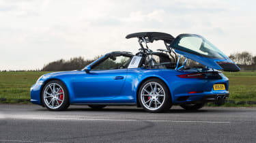 Porsche 911 Targa 2016 UK - roof close 2