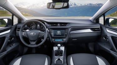 Toyota Avensis Touring Sports - interior