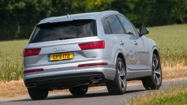 Audi Q7 - rear cornering