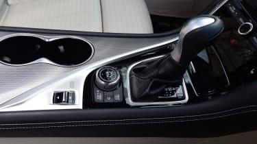 Infiniti Q50 S 2017 - centre console
