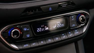 Hyundai i30 Fastback - centre console
