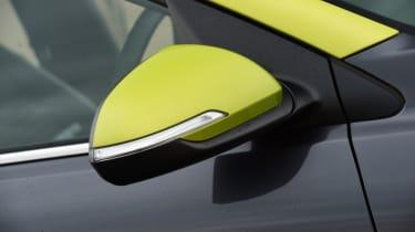 Kia Stonic - wing mirror