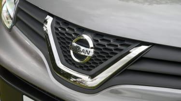 Nissan NV250 badge