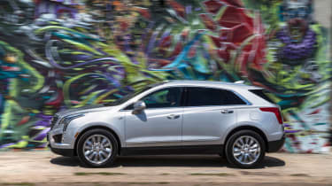 Cadillac XT5 SUV 2016 - side tracking