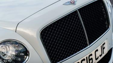 Bentley Flying Spur V8 S - grille