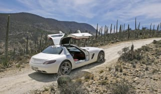 Mercedes SLS flies PAN-AM