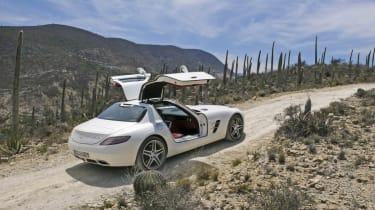 Mercedes SLS flies PAN-AM