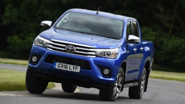 Toyota Hilux 2016 - front cornering